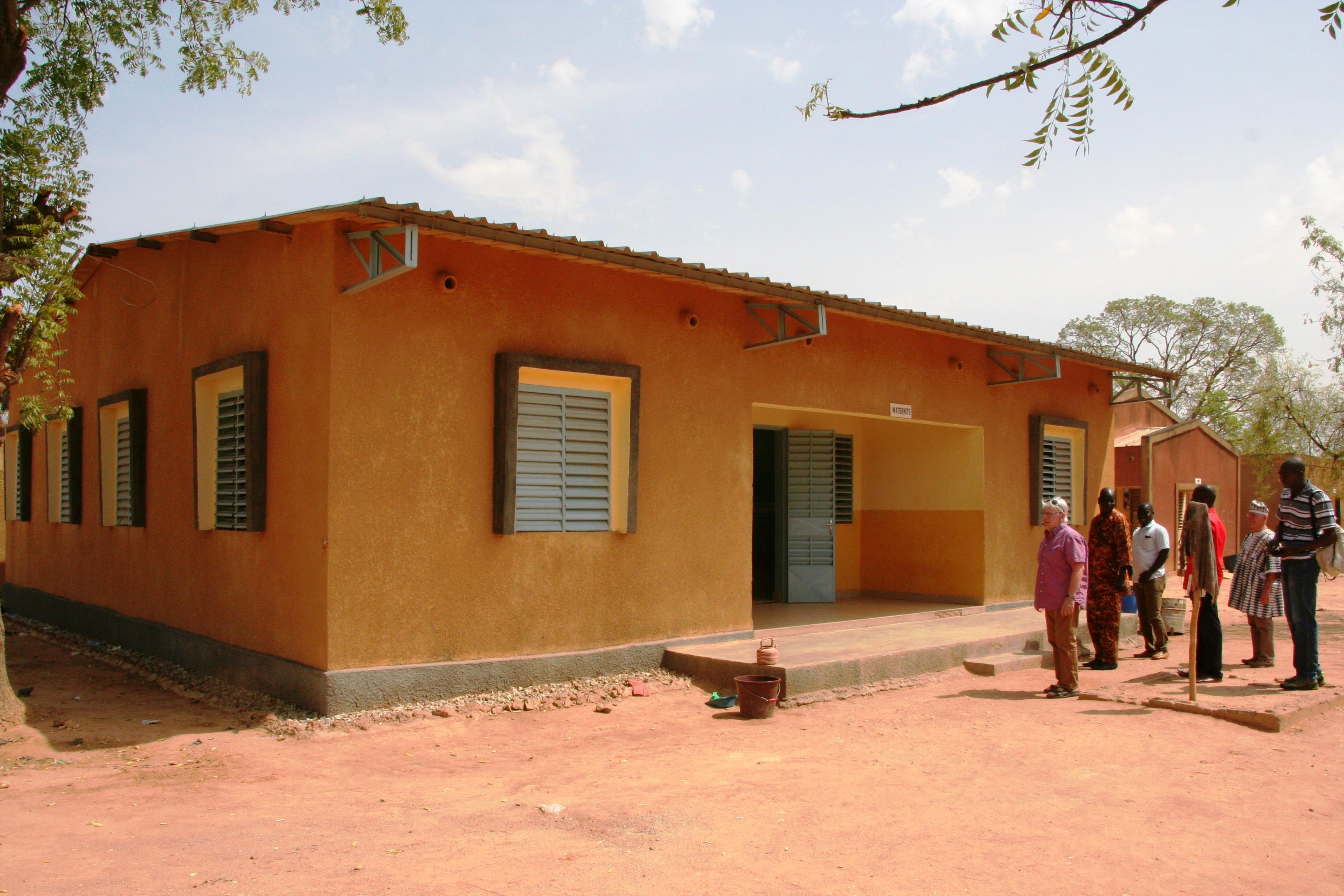 La maternité construite en 2006.JPG